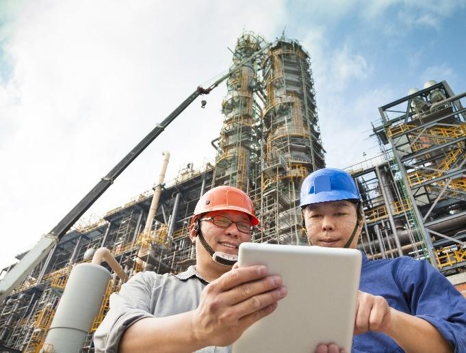 workers-site-tablet-discussion.jpg